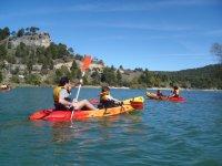 Kayak in un serbatoio