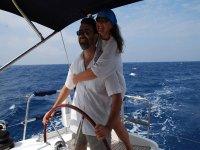 Pareja navegando