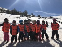 Clase infantil de esquí