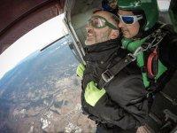 与外部相机跳伞了飞机伞兵跳巴塞罗那