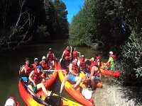 Piraguas agrupadas en el rio