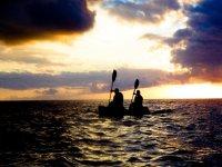 皮艇夕阳帆独木舟之旅