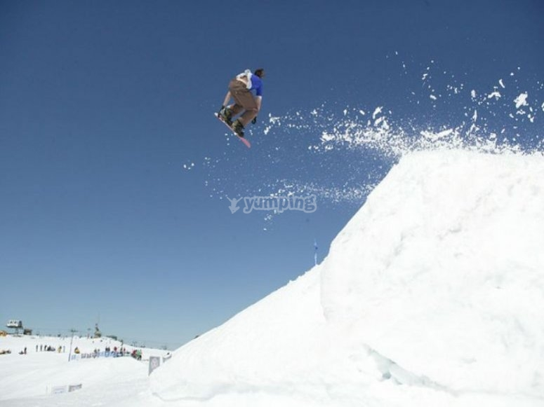 Jump with the snowboard