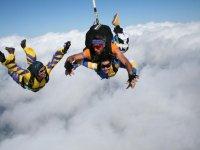 salto de tres personas