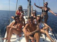 Grupo de amigos a bordo