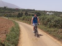 Cycle route through the fields of Tenerife