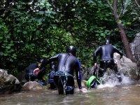 Saliendo del agua en el rio