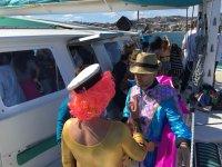 Disfrazados en el barco en Malaga