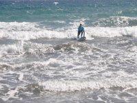 Disfruta del surf y de la isla