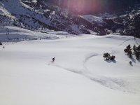 Bajada con la tabla de snow