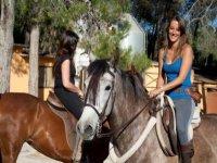 Oferta Ruta a caballo econ�mica en Collserola. 1h