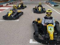 Carrera de karts con amigos