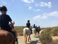 Jóvenes durante la excursion a caballo