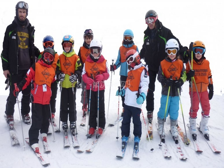 Participants on the ski lessons