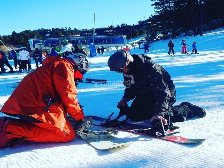 Aprendiendo a montar tabla de snow
