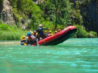 Tirando de la balsa de rafting