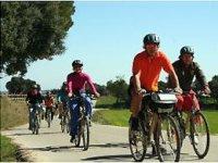 在Girona的自行车旅游