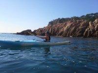 Apartandose en kayaks de los acantilados
