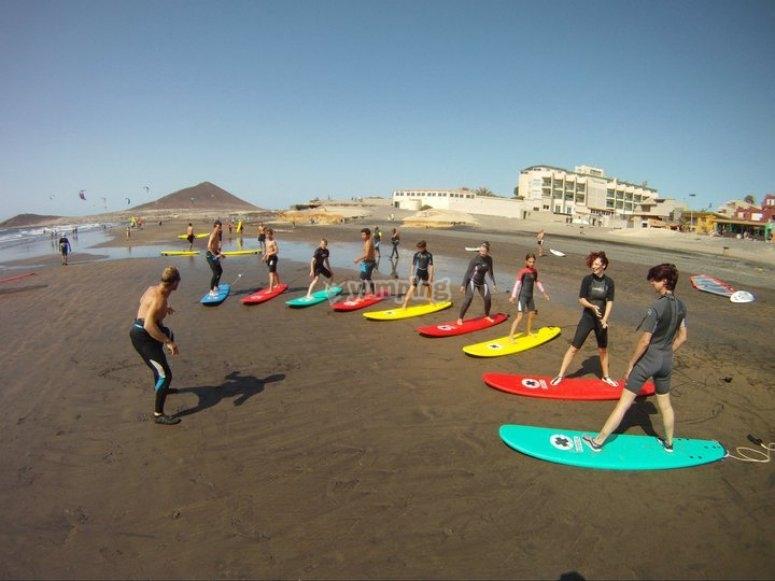 Imita el movimiento de surf