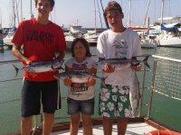 jóvenes pescadores