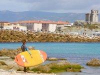 在Balneario海岸使用sup材料