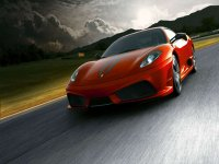 Ferrari Scuderia en carretera