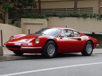 Ferrari Dino en carretera