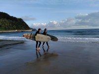 Dispuestos a surfear las mejores olas