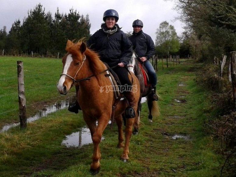 Montando a caballo en Grañas
