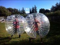 Encerrados en bolas gigantes en Sant Celoni