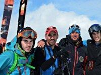 El equipo durante la jornada de esqui
