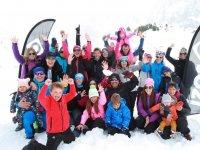 与孩子们一起进行雪地冒险