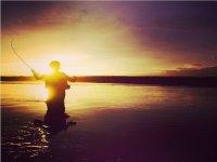 运动钓鱼。