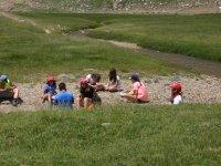 Sentados en el valle de Aragues