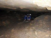 Strisciando attraverso la grotta