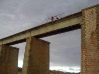 Preparandose sobre el puente