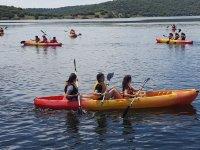 Compartiendo canoa en el campamento