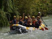 Raising one hand on the rafting raft