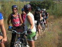 骑自行车玩乐