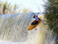 Kayak en la cascada
