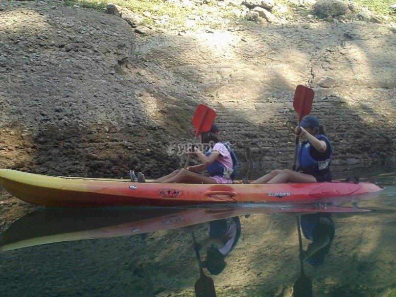 Esercitati a remare una canoa