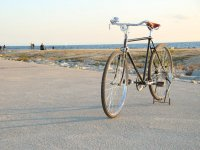 Bici delante del Mediterraneo
