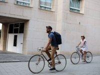 Montando en bici en Barcelona