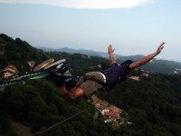 Saltar desde un puente en Grand Valira