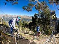 Montar en bicicleta de montaña cerca de Andorra