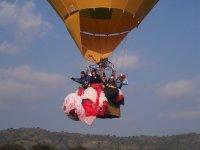 享受自由气球飞行sportaventura标志