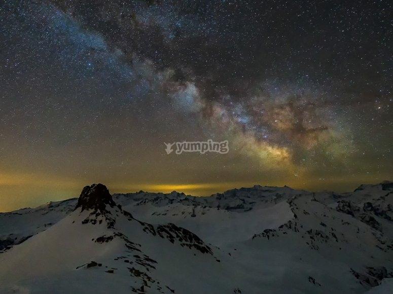 Viendo montanas por la noche