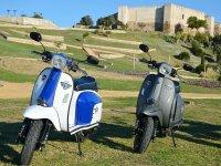 Elige entre nuestra Scomadi de 50cc o 125cc