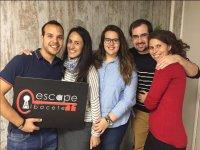 Cinco participantes en la sala de escape