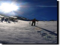 走在阿斯图里亚斯山的雪鞋山
